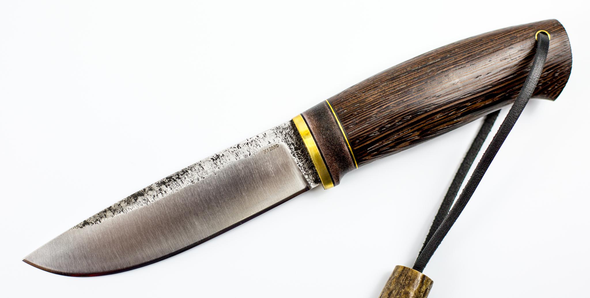Нож Барбус, сталь Х12МФ, венге, рог лосяНожи Староминск<br>«БАРБУС» - универсальный нож. Изготавливается в ручную в различных модификациях, благодаря расширенным техническим характеристикам, указанным в информационном листе.<br>Ножи мастерской братьев Сандерс являются одними из лучших ножей России. Удачные формы и хорошая термообработка стали ставят их в ряд лучших производителей отечественных ножей. Концепция ножа выполнены в Скандинавском стиле, тонкое сведение и удобные рукояти ставят эти изделия ручной работы в разряд высшего класса. Каждый нож укомплектован формованными ножнами из натуральной кожи. Ножны сделаны для каждого ножа индивидуально. Рукояти как правило исполнены из ценных пород стабилизированной древесины<br>