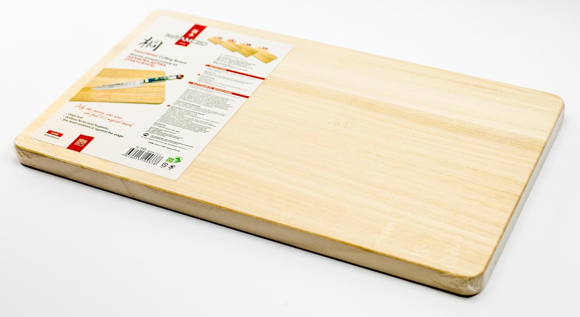 Доска разделочная (S size), 420*235*20ммTojiro<br>Доска разделочная (S size), 420*235*20мм<br>Не впитывает влагу, запах продуктов и сама запаха не отдаёт, по причине практического его отсутствия. Уникальные свойства заключаются в практически полном восстановлении поверхности после работы. Структура дерева напоминает очень твёрдую резину, поэтому Вы не разрезаете разделочную доску, а проминаете её. Ножи гораздо дольше держат заточку. При этом разделочная доска очень лёгкая.<br>Рекомендована производителями Японских ножей.<br>