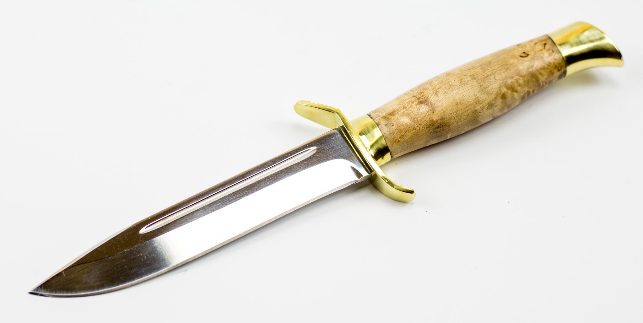 Нож НР-40, карельская березаНожи разведчика НР, Финки НКВД<br>Модель: НР-40Сталь клинка:95Х18Материал гарды: ЛатуньМатериал рукояти: Карельская березаТвердость клинка (HRC):59Общая длина (мм): 270Длина клинка (мм): 150Длина рукояти (мм): 117Ширина клинка (мм): 24Толщина рукояти (мм): 23Толщина обуха (мм): 2,4<br>Смотреть все ножи разведчика НР и финки НКВД.<br>