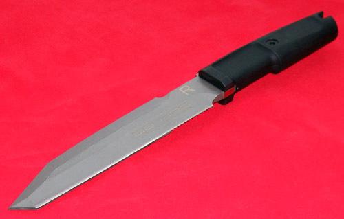 Нож с фиксированным клинком Golem Sandblasted-2Ножи Танто<br>Нож с фиксированным клинком Golem Sandblasted, сталь N-690CO клинок треугольник серый, 1/4 серейтор, рукоять прорезиненый форпрен черный, чехол пластик.<br>