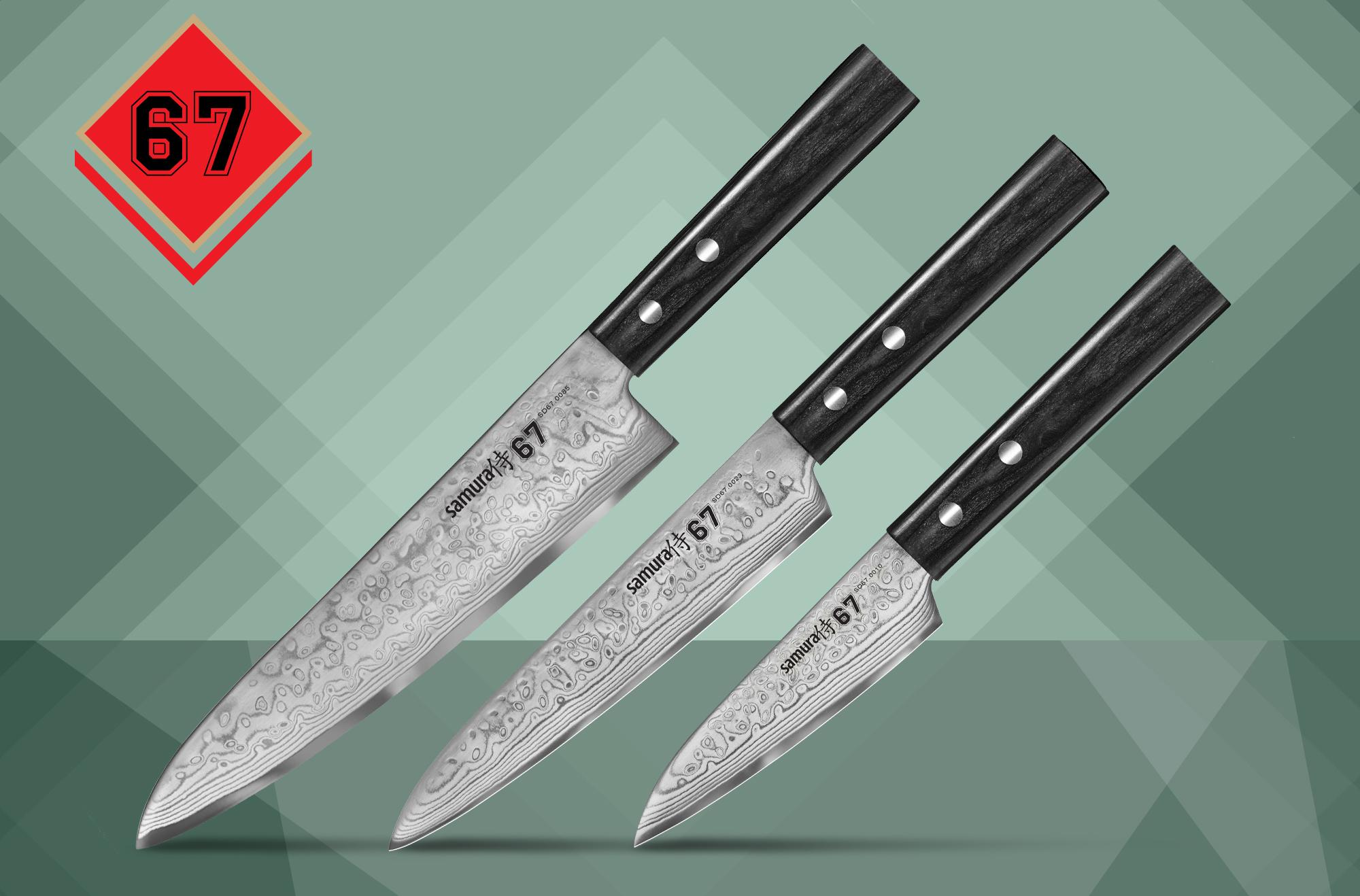 Набор из 3-х кухонных ножей Поварская тройка в подарочной коробке, Samura 67 damascus (SD67-0220)Наборы кухонных ножей<br>Набор из 3-х кухонных ножей Поварская тройка в подарочной коробке, Samura 67 damascus (SD67-0220)<br>Незаменимая Поварская тройка в красивой подарочной коробке. В набор входят: овощной нож 98 мм, универсальный нож 150 мм и Шеф 208 мм. Центральный слой ножей - высокоуглеродистая сталь VG-10, которая обеспечивает ножам безупречные режущие свойства: длительную остроту и отличный, агрессивный рез. Узорчатые обкладки из SUS 430 и SUS 431 придают большую упругость, прочность и великолепный внешний вид. Рукояти ножей, выполненные из стабилизированной древесины, удобно лежат в руке, не скользят и устойчивы к агрессивным средам. Ножи из серии 67 Damascus - это отличный бюджетный вариант элитного дамасска и украшение на любой кухне.<br>