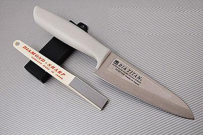 Набор Forever TW13H-3S (нож, точилка), TojiroНаборы кухонных ножей<br>Набор Forever TW13H-3S (нож, точилка):<br><br>Нож из титанового сплава 130 мм;<br>Точилка D2<br>