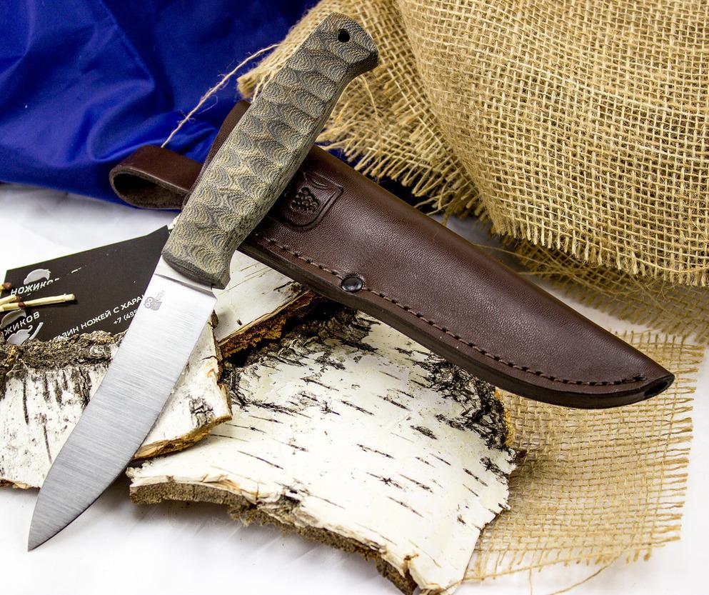 Шкуросъёмный разделочный нож Strix, сталь N690, G10Ножи Рязань<br>Туристическийнож STRIX разработан для тех охотников, кто всю добычу разделывает самостоятельно. Геометрия ножа предназначена для выполнения шкуросъемных и обвалочных работ. С помощью такого ножа вы легко освежуете водоплавающую и пушную дичь. Клинок ножа выполнен и стали, которая обладает высоким сопротивлением к коррозии. Тип покрытия клинка - «сатин финиш». Клинок с таким покрытием меньше подвержен царапинам. При таком покрытии упрощается уход за ножом в полевых условиях. Рукоять ножа выполнена из композитного материала, который не боится влаги. Рифленая поверхность рукояти обеспечивает надежное удержание ножа влажной рукой.<br>Длина общая (мм): 231мм.Длина клинка (мм): 118мм.Материал клинка: N690Материал рукояти: объемная G10Страна изготовитель: Россия, Рязань<br>