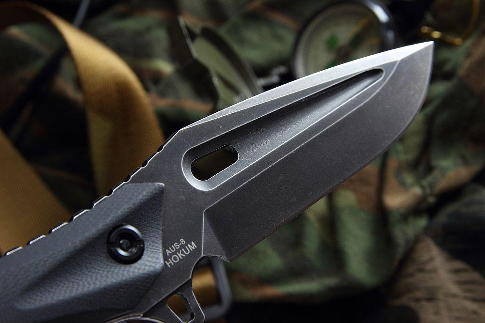 Нож Hocum, Mr.BladeТактические ножи<br>Нож Hokum – небольшой тактический нож с фиксированным клинком, произведен в стиле милитари. Название получил в честь известного своими возможностями военного вертолета К-52. Конструкция full tang, а также повышенная толщина клинка с формой clip point обеспечивают ножу Hocum от Mr.Blade высокую функциональность и надежность даже в сложных экстремальных ситуациях. Черное матовое покрытие поверхности выполнено в технике stone wash. В комплекте идут ножны из ударопрочного пластика, оснащены специальной клипсой для удобства переноски. Нож с ножнами и фальшлезвием станет достойным спутником для мужественного и смелого человека.<br>