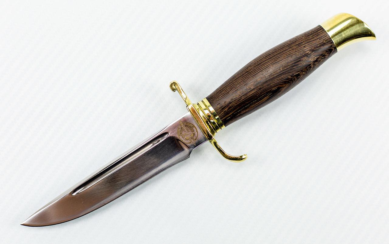 Нож финка НКВД 95х18, венгеНожи разведчика НР, Финки НКВД<br>Сталь клинка: кованная 95Х18Рукоять: венге и латуньТвердость клинка (HRC): 58-69Общая длина (мм): 235Длина клинка (мм): 125Длина рукояти (мм): 110Ширина клинка (мм): 22Толщина рукояти (мм): 23Толщина обуха (мм): 2,4<br>