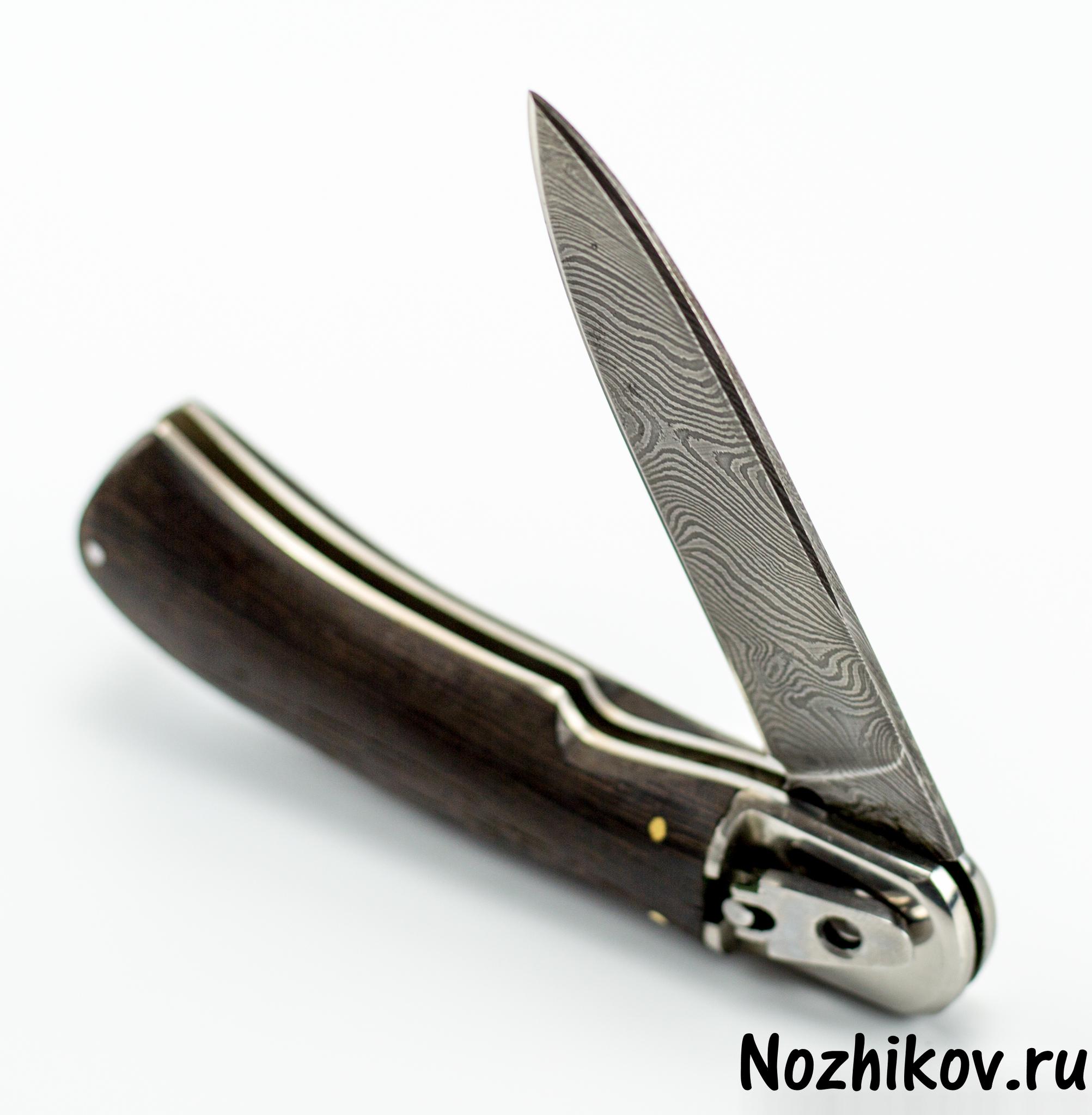 Выкидной нож Сталкер, дамаскНожи Ворсма<br>Автоматический нож с боковым выбросом клинка.<br>Клинок копьевидной формы с односторонней заточкой.<br>Накладки рукояти из эбенового дерева.<br>
