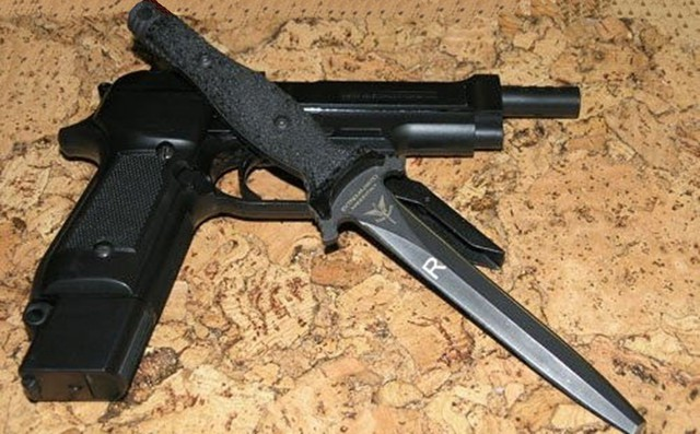 Нож с фиксированным клинком Suppressor G.I.S. (Gruppo Intervento Speciale)Военному<br>Нож с фиксированным клинком Suppressor G.I.S. (Gruppo Intervento Speciale), нож-кинжал, тупой кончик, сталь N-690, клинок черный, чехол черный нейлон.<br>