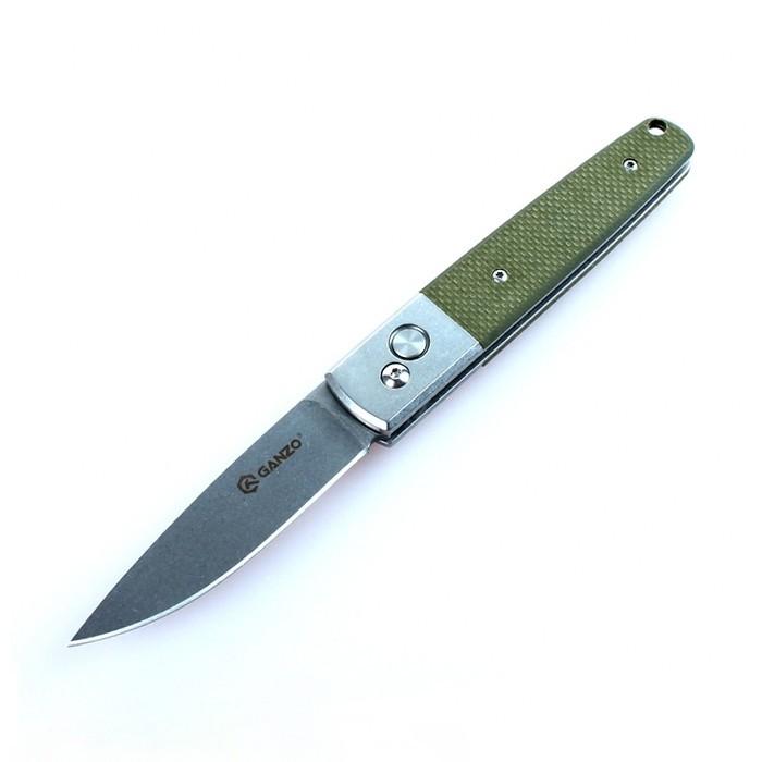 Нож Ganzo G7212 зеленыйGanzo<br>Компания Ganzo продолжает пополнять линейку практичных и функциональных складных ножей. В этот раз к ассортименту товаров присоединился нож Ganzo 7212. Данный клинок ориентирован на туристов, любителей рыбной ловли и других видов активного отдыха за пределами города. Он удобный, практичный, надежный, а помимо того, достаточно привлекательный в плане дизайна.<br>Ganzo 7212 изготовлен в классическом стиле. Его клинок получил прямую заточку, которая считается наиболее универсальной и подходит для работы с подавляющим числом материалов. Тип обработки поверхности лезвия — шлифовка stone-washed. Ну а в качестве материала для него используется нержавеющая сталь 440С. Клинок из этого сплава не требует особого ухода и долгое время остается острым даже при работе с твердыми материалами. Твердость же самого металла составляет 58-60 HRC.<br>Рукоятка ножа Ganzo 7212 — комбинированная. Частично для ее изготовления используется та же сталь 440С. Остальные детали сделаны из современного композитного стеклопластика под названием G10.<br>Нож фиксируется в рабочем или закрытом состоянии за счет замка Auto Lock. Это один из наиболее надежных механизмов, который, тем не менее, позволяет легко открыть нож одной рукой.<br>Особенности:<br><br>лезвие с гладкой заточкой;<br>использована нержавеющая сталь 440С;<br>комбинированная рукоятка из металла и стеклопластика;<br>размер клинка ножа составляет 85 мм;<br>компактная складная конструкция;<br>запирающий механизм Auto Lock;<br>вес ножа равен 135 г.<br><br>Гарантия: Гарантия на нож Ganzo 7212 оформляется на год с момента его покупки.<br>