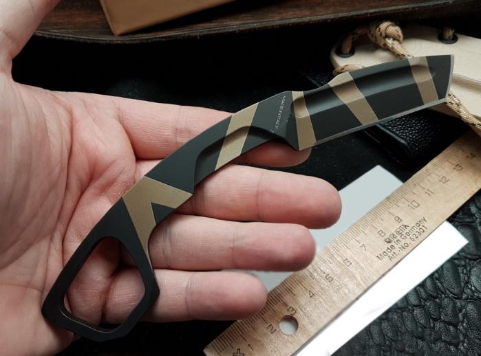Фото 4 - Нож с фиксированным клинком Extrema Ratio N.K.3 K Karambit, Desert Warfare - Laser Engraving, сталь Bhler N690, цельнометаллический
