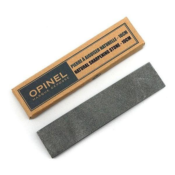 Камень точильный 10 смБруски и камни<br>На сегодняшний день существует довольно много разновидностей точильных камней, которые отличаются по размерам, зернистости и способу применения. Однако найти действительно качественный образец порой бывает очень трудно. Именно поэтому, компания Опинель (один из самых крупных ножевых брендов) представила точильный камень, который идеально подойдёт для заточки самых разнообразных ножей.<br>Точильный камень Опинель – это натуральный водный камень, добытый в Ломбардии (Италия). По мнению многих специалистов, такой камень является самым универсальным вариантом для обработки режущих кромок любых типов. А небольшие габариты позволяют удобно транспортировать данный точильный камень и при необходимости брать с собой.<br>Способ применения:<br>- Перед непосредственным использованием точильного камня Опинель, его следует полностью погрузить в воду примерно на 10-15 минут.<br>- Затем камень следует достать и положить на бумажное или обыкновенное полотенце и подождать пока стечёт вода. Следует помнить, что точильный камень во время использования всё время должен быть немного влажным, поэтому не рекомендуется вытирать его насухо.<br>- Далее следует расположить точильный камень на устойчивой поверхности нужной вам стороной. В качестве такой поверхности может выступать обыкновенная кухонная доска или полотенце, расположенное на столе. Крайне не рекомендуется использовать для этой цели бумажные изделия.<br>- Обработку режущей кромки рекомендуется выполнять сперва на «грубой» стороне камня, до образования мелких заусениц, а потом уже на мелкозернистой - до их устранения.<br>- Затачивать рекомендуется плавными медленными движениями «от себя». Клинок следует немного прижимать к камню, однако не стоит переусердствовать.<br>- После заточки нож и камень следует промыть и вытереть насухо.<br>- Точильный камень Опинель довольно неприхотлив и не требует каких-либо дополнительных процедур для сохранения твердости и способности к заточке.<br>