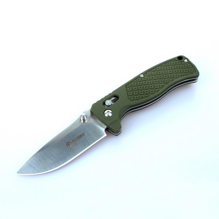 Нож Ganzo G724M зеленыйРаскладные ножи<br>Нож Ganzo 724M — универсальная модель. Он отлично подойдет для туристических целей и в качестве городского карманного ножа. Лезвие клинка гладко заточено, а его длина составляет 80 мм. К обуху клинок расширяется до 3 мм. Ним удобно приготовить бутерброды на обед, выполнить подсобные работы на рыбалке или в туристическом лагере. Преимущество ножа Ganzo 724M в том, что для него использована марка твердой нержавеющей стали 440С. Этот металл отлично сохраняет свои качества в полевых условиях, когда нож часто используется в сырости. Помимо того, нож из стали 440С не требуется часто подтачивать, а в случае необходимости, это легко сделать с помощью любой карманной точилки.<br>Форма рукоятки выбрана таким образом, чтобы нож удобно лежал в руке. Более того, покрытая текстурным узором поверхность способствует крепкому удержанию ножа даже во влажной ладони. Материалом для накладок на ручку ножа Ganzo 724M служит армированный стекловолокном нейлон. Это новый прочный материал, выдерживающий высокие механические нагрузки и воздействие химически активных веществ.<br>Складная конструкция ножа предусматривает использование фиксатора лезвия. С этой целью специалисты компании Ganzo выбрали замок AxisLock — один из самых надежных фиксаторов, который оставляет возможность открыть нож одной рукой.<br>В закрытом виде нож Ganzo 724M — достаточно компактный. Его длина составляет всего 11 см. Его вполне можно положить в карман. А чтобы нож не выпал, его можно пристегнуть с помощью прижимной клипсы на рукоятке. Также на ручке ножа имеется отверстие для ремешка на руку. Размер ножа в открытом виде составляет 19 см.<br>Особенности:<br><br>прямая заточка режущей кромки;<br>клинок размером 8 см;<br>марка стали для лезвия — 440С;<br>твердость металла по шкале Роквелла — 58 единиц;<br>рукоятка с накладками из армированного нейлона;<br>вес ножа составляет 124 г;<br>установлен замок AxisLock.<br><br>Гарантия: Компания Ganzo дает гарантию на ножи Ganzo 724M, 