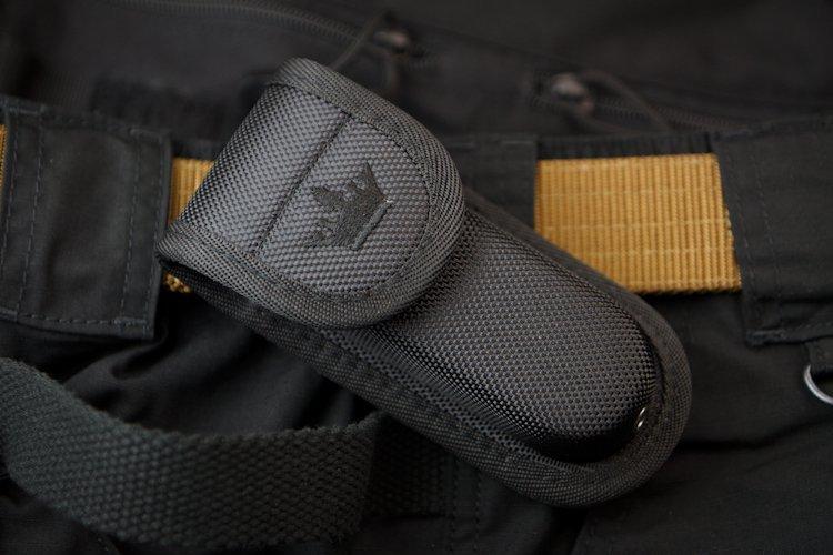 Чехол для складного ножа AMP2 Black, Кизляр СупримРаскладные ножи<br>Чехол AMP2 черного цвета может крепиться как на любой ремень (разной ширины) в различных конфигурациях (вертикально, горизонтально), так и на любой предмет имеющий стандартные полоски MOLLE, например любой чехол MOLLE от Kizlyar Supreme, рюкзаки Maxpedition, 5.11, BlackHawk, Splav и другие.<br>Чехол не мнется, держит свою форму, так как изготавливается из очень плотных материалов.Внутри чехла имеется секретный кармашек для сертификата на нож, зажигалки и прочей заначки.Чехол снабжен отверстием для слива воды.С помощью петель MOLLE можно регулировать высоту крепления подсумка на ремне.<br>Размер чехла AMP2: 135 мм х 60 мм х 33 ммРазмер отделения: 110 мм х 40 мм х 25 ммМаксимальная ширина ремня для горизонтального крепления: 44 мм<br>