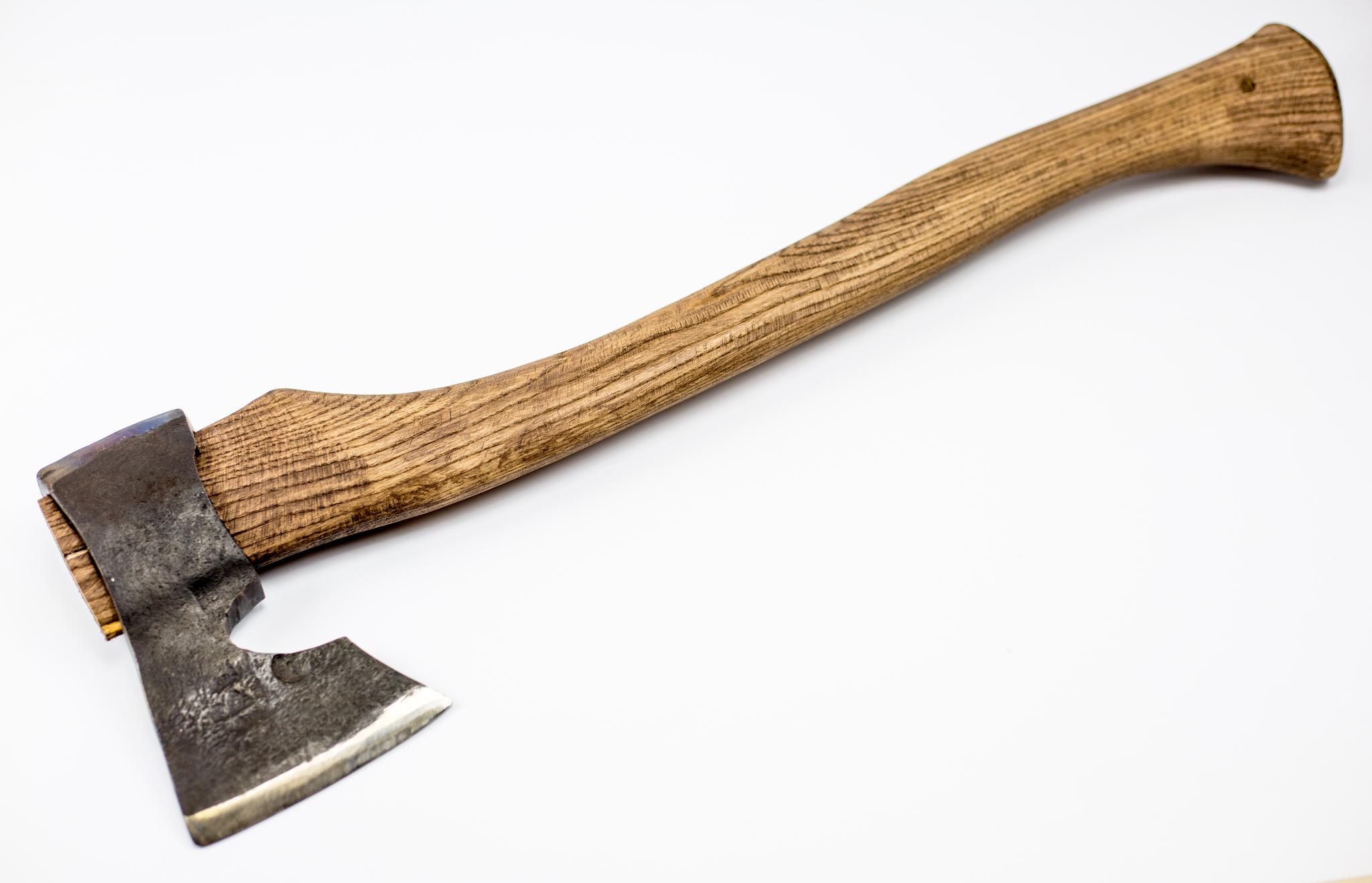 Топор У8, с кожаным чехломУ8<br>Чехолиз натуральной шорно-седельной кожи органической обработки!Производятся в г. Саратов<br>