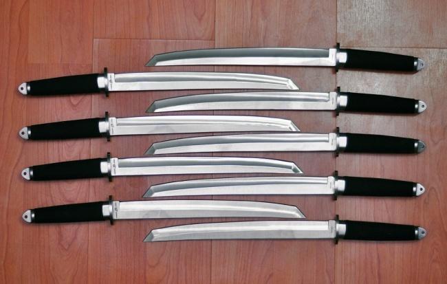 Танто ДэдпулТанто<br>Oбщая длина- 438 мм Длина клинка- 298 мм Толщина клинка- 4,9 Сталь- 420Рукоять- резинопластик, сталь Чехол- нейлон<br>