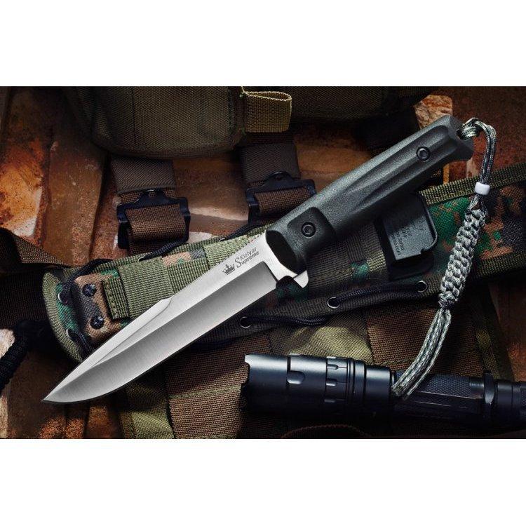 Тактический нож Delta D2 S, КизлярНожи Кизляр<br>Delta из премиальной стали D2 (твердость 61-63 HRC) отличается от Альфа более массивным острием, еще более эффективным при рубящих ударах. Форма клинка Delta делает этот нож настоящим красавцем - в меру агрессивным, но очень привлекательным. А его материалы - сталь D2, рукоять из Kraton и MOLLE-совместимый чехол из баллистического нейлона и вставки из стеклонаполненного полиамида делают его превосходным бойцом в большинстве задач.Ножи серии Tactical Echelon отличаются формами клинков, но общей для них остается форма рукояти, так как на взгляд дизайнеров Kizlyar Supreme для данной серии она обладает совершенной эргономикой. Конструкция ножей простая, но максимально прочная: накладки рукояти, изготовленные из Kraton, известного своей износоустойчивостью к истиранию и повышенными фрикционными качествами, прикручены к цельнометаллическому хвостовику резьбовыми стяжками, а также дополнительно проклеены. Стоит отметить, что рукоять идеально совместима с тактическими перчатками.<br>Комплектация Нож, чехол с многофункциональным креплением Molle, темляк, международный гарантийный талон, подарочная упаковка<br>