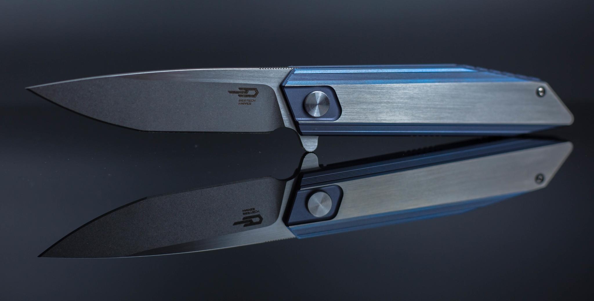 Складной нож Bestech Knives Shogun BT1701С, сталь CPM-S35VN, рукоять титанРаскладные ножи<br>СКЛАДНОЙ НОЖ BESTECH KNIVES BT1701С это сочетание универсальных рабочих характеристик, минимального веса и инновационных материалов. Сегодня никого не удивишь уникальным или необычным дизайном. Даже авторство известного найфмейкера не всегда является подтверждением высокого качества ножа. Над дизайном этой модели трудился коллектив известных мастеров и только после тщательной проработки деталей, нож был запущен в серию. Дизайн дополнительно запатентован. Клинок из порошковой стали высокой твердости имеет на поверхности оксидную пленку, которая обеспечивает дополнительную защиту от коррозии и агрессивных сред. Такой нож станет отличным дополнением для вашего ежедневного делового костюма. Крепление на кармане осуществляется за счет тугой клипсы.<br>