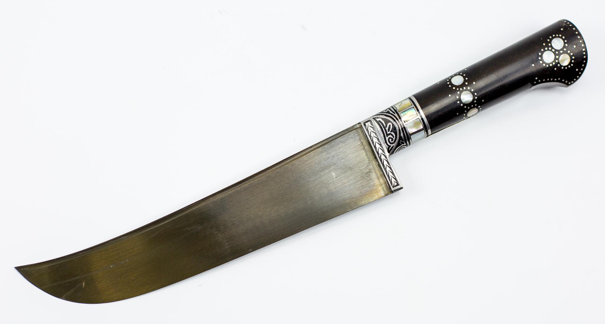 Пчак Термез, ручка эбонит с перламутромУзбекские ножи Пчак<br>Длина клинка: 16-18 смОбщая длина: 27-30 смТолщина клинка у основания: 2,0-4,0 ммМарка стали: ШХ15Рукоять: эбонитВ комплекте чехол<br>
