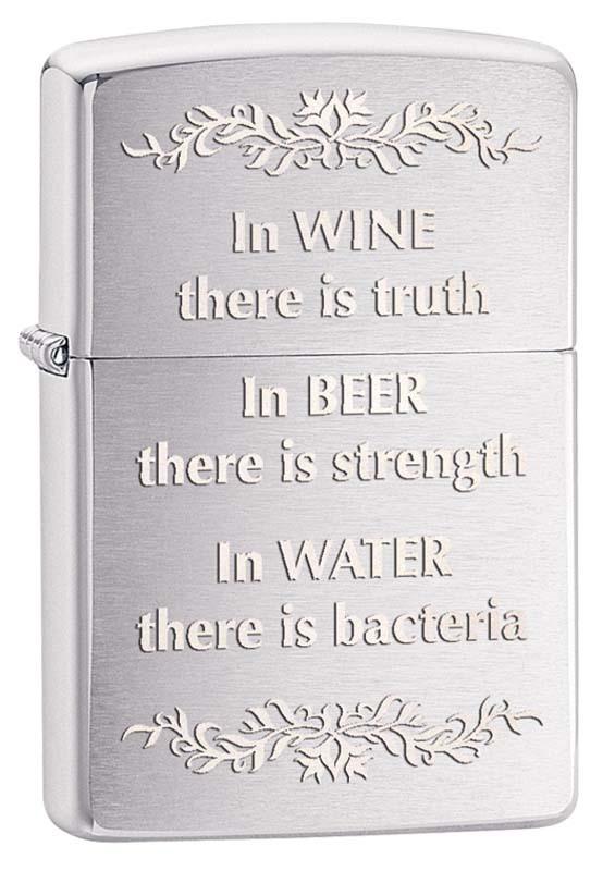 Зажигалка ZIPPO Истина в вине, латунь с покрытием Brushed Chrome, серебристая, матовая, 36х12x56ммЗажигалки Zippo<br>Зажигалка ZIPPO Истина в вине, латунь с покрытием Brushed Chrome, серебристая с надписью В вине - истина, в пиве - сила, в воде - бактерии, матовая с глянцевой окантовкой, 36х12x56 мм<br>