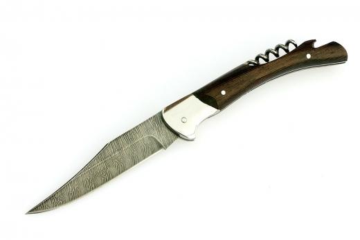 Складной нож из дамасской стали «Гусар», со штопоромРаскладные ножи<br>Складной нож из дамаска «Гусар»<br>Общая длина, мм 248Длина клинка, мм 110,5Ширина клинка, мм 24,7Толщина клинка, мм 2,6Длина рукояти, мм 137,5Толщина рукояти, мм 15,6Твёрдость клинка, HRC 62<br>Смотреть все складные ножи.<br>