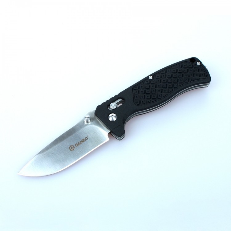 Нож Ganzo G724M черныйРаскладные ножи<br>Нож Ganzo 724M — универсальная модель. Он отлично подойдет для туристических целей и в качестве городского карманного ножа. Лезвие клинка гладко заточено, а его длина составляет 80 мм. К обуху клинок расширяется до 3 мм. Ним удобно приготовить бутерброды на обед, выполнить подсобные работы на рыбалке или в туристическом лагере. Преимущество ножа Ganzo 724M в том, что для него использована марка твердой нержавеющей стали 440С. Этот металл отлично сохраняет свои качества в полевых условиях, когда нож часто используется в сырости. Помимо того, нож из стали 440С не требуется часто подтачивать, а в случае необходимости, это легко сделать с помощью любой карманной точилки.<br>Форма рукоятки выбрана таким образом, чтобы нож удобно лежал в руке. Более того, покрытая текстурным узором поверхность способствует крепкому удержанию ножа даже во влажной ладони. Материалом для накладок на ручку ножа Ganzo 724M служит армированный стекловолокном нейлон. Это новый прочный материал, выдерживающий высокие механические нагрузки и воздействие химически активных веществ.<br>Складная конструкция ножа предусматривает использование фиксатора лезвия. С этой целью специалисты компании Ganzo выбрали замок AxisLock — один из самых надежных фиксаторов, который оставляет возможность открыть нож одной рукой.<br>В закрытом виде нож Ganzo 724M — достаточно компактный. Его длина составляет всего 11 см. Его вполне можно положить в карман. А чтобы нож не выпал, его можно пристегнуть с помощью прижимной клипсы на рукоятке. Также на ручке ножа имеется отверстие для ремешка на руку. Размер ножа в открытом виде составляет 19 см.<br>Особенности:<br><br>прямая заточка режущей кромки;<br>клинок размером 8 см;<br>марка стали для лезвия — 440С;<br>твердость металла по шкале Роквелла — 58 единиц;<br>рукоятка с накладками из армированного нейлона;<br>вес ножа составляет 124 г;<br>установлен замок AxisLock.<br><br>Гарантия: Компания Ganzo дает гарантию на ножи Ganzo 724M, д