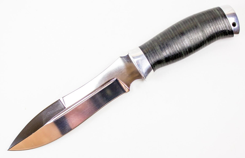 Нож ПутникТактические ножи<br>Нож профессиональный Путник, изготавливается вручную из нержавеющейстали 95Х18. Рукоять кожа<br>Характеристики:Сталь 95Х18Общая длина 280 ммДлина клинка 160 ммДлина рукояти 120 ммШирина рукояти (в ср. части) 35 ммНаибольшая ширина клинка 34 ммТолщина рукояти (в ср. части) 23 ммТолщина обуха 4,5 ммТвердость клинка, HRC От 57 до 58HRCМатериал рукояти кожа<br>