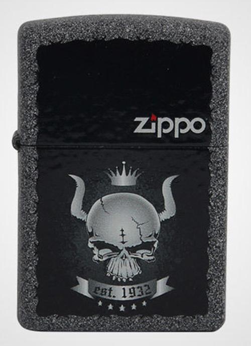 Зажигалка ZIPPO Skull Crown, латунь с покрытием Iron Stone Matte, серый, матовая, 36х12x56 ммЗажигалки Zippo<br>Зажигалка ZIPPO Skull Crown, латунь с покрытием Iron Stone Matte, серый с изображением черепа в короне, матовая, 36х12x56 мм<br>