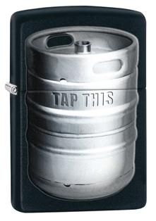 Зажигалка ZIPPO Kegger, латунь с покрытием Black Matte, черный с бочонком пива, матовая, 36х12x56 ммЗажигалки Zippo<br>Зажигалка ZIPPO Kegger, латунь с покрытием Black Matte, черный с бочонком пива, матовая, 36х12x56 мм<br>