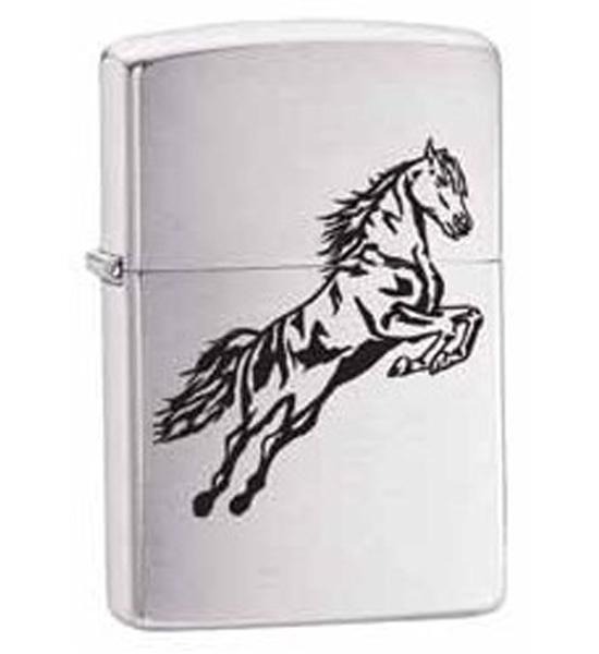 Зажигалка ZIPPO Horse, латунь с покрытием Brushed Chrome, серебристый, матовая, 36х12x56 ммЗажигалки Zippo<br>Зажигалка ZIPPO Horse, латунь с никеле-хромовым покрытием, серебряный, матовая, 36х12x56 мм<br>