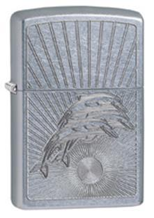 Зажигалка ZIPPO Dolphins, латунь с покрытием Brushed Chrome, серебристый, матовая, 36х12x56 ммЗажигалки Zippo<br>Зажигалка ZIPPO Dolphins, латунь с никеле-хромовым покрытием, серебряный, матовая, 36х12x56 мм<br>