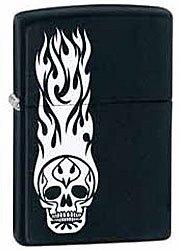 Зажигалка ZIPPO Skull Tattoo, латунь с покрытием Black Matte, чёрный, матовая, 36х12x56 ммЗажигалки Zippo<br>Зажигалка ZIPPO Skull Tattoo, латунь с покрытием Black Matte, черный, матовая, 36х12x56 мм<br>