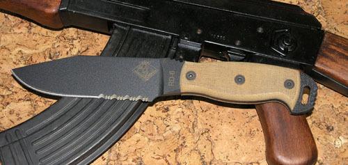 Нож с фиксированным клинком Ontario RD6 Tan micarta, зубцыOntario Knife Company<br>Нож RD6 Tan micarta, сталь 5160, серейтор, клинок черный, рукоять с отверстием (микарта).<br>