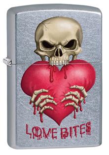 Зажигалка ZIPPO Love Bites Street Chrome,латунь с никеле-хром. покрыт.,серебр.,матов., 36х12х56 ммЗажигалки Zippo<br>Зажигалка ZIPPO Love Bites Street Chrome, латунь с никеле-хромовым покрытием, серебряный, матовая, 36х12х56 мм<br>