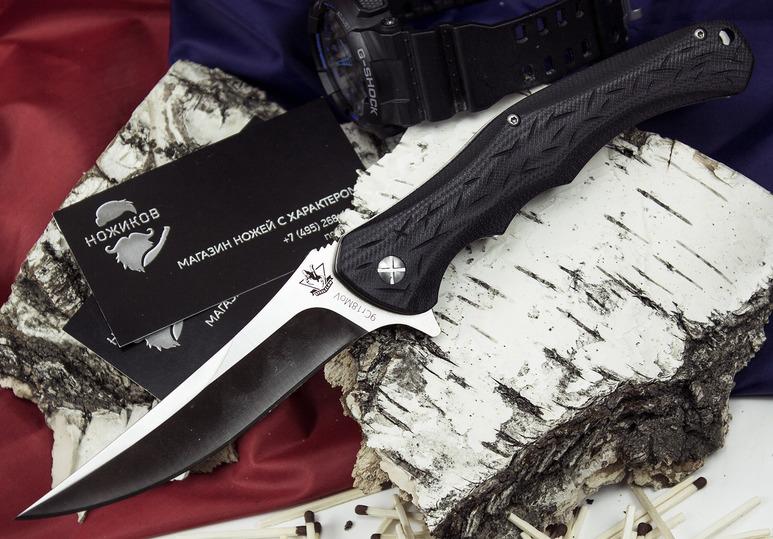 Складной нож Skopar-01Раскладные ножи<br>В этой модели складного ножа гармонично переплетены: острый взлетающий кончик, фальшлезвие на обухе и плавный загиб режущей кромки. Такая геометрия клинка позволяет комфортно резать продукты, строгать древесину. Рукоять ножа выполнена из ударопрочного пластика и оснащена рифлением, благодаря чему нож уверенно удерживается в руке, всеми видами хватов. На рукояти расположены подпальцевые выемки, которые позволяет легко перехватывать нож при выполнении работ различного типа. Клинок ножа изготовлен из нержавеющей стали, не боится влаги. Высокие спуски обеспечивают легкость правки в полевых условиях.<br>