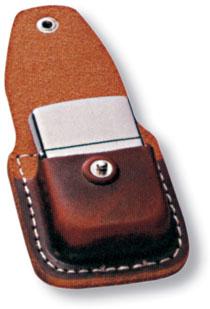 Чехол Zippo для зажигалки, кожа, с металлическим фиксатором на ремень, коричневый, 57х30x75 мм чехол zippo для зажигалки кожа с клипом черный lpcbk