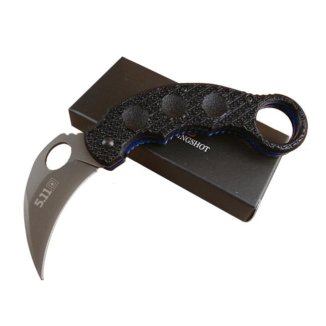 Нож керамбит 5.11 TacticalКаталог<br>Любителям тактических ножей понравится этот складной нож, выполненный в форме керамбита. Нож имеет все необходимые для керамбита элементы: кривое лезвие, заточенное по вогнутой стороне, удобную рукоять и кольцо для указательного пальца. Нож оснащен надежной клипсой для незаметного ношения в кармане. При этом, благодаря кольцу нож при необходимости можно быстро извлечь и раскрыть одной рукой. Геометрическое рифление на рукояти обеспечивает уверенное удержание керамбита.<br>