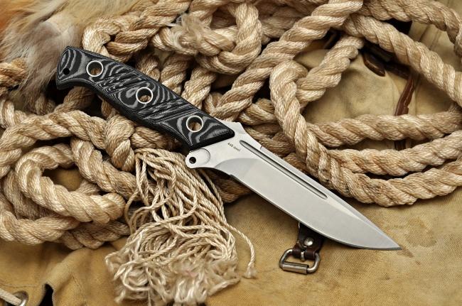 Тактический нож  ТайгерТактические ножи<br>Это нож для тяжелых условий. Продуманная прочная конструкция с точно просчитанным балансом и выразительный современный дизайн органично сочетаются в нем, образуя гармонию эффективности. Не слишком широкий и не слишком узкий клинок с одним долом и высокими прямыми спусками, удобная рукоятка из прочной и устойчивой в внешним воздействиям микарты - необходимо и достаточно!...<br>Oбщая длина- 285 мм<br>Длина клинка- 145 мм<br>Толщина клинка- 5 мм<br>Сталь- 440<br>Рукоять- микарта<br>Чехол- кордура<br>