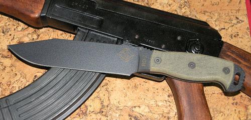 Нож с фиксированным клинком Ontario RD7 BlackmicartaOntario Knife Company<br>Нож RD7 Black micarta, сталь 5160, клинок черный, рукоять с отверстием (микарта), чехол черный нейлон с внутренним пластиком.<br>