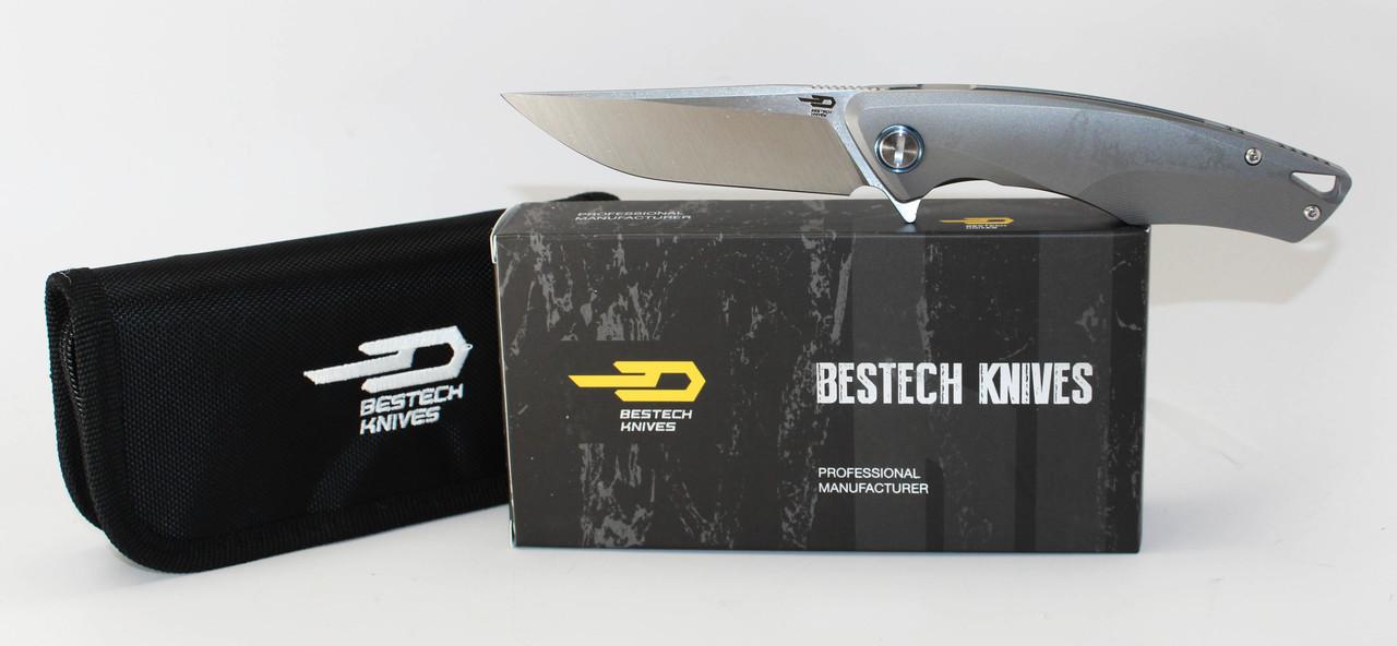 Складной нож Bestech Knives BT1707C, сталь CPM-S35VN, рукоять титанРаскладные ножи<br>СКЛАДНОЙ НОЖ BESTECH KNIVES BT1707C открывает новую страницу в создании моделей, которые могут использоваться для ежедневного ношения, а могут составить основу частной коллекции. Теперь у вас есть возможность стать владельцем уникального ножа с запатентованным дизайном. Нож действительно имеет стильную и презентабельную внешность. Если вам захочется удивить своих друзей - wow-эффект вам гарантирован. В состав стали входит хром, ванадий и молибден благодаря чему нож имеет повышенную защиту от коррозии и агрессивных сред. Клинок обладает высокой резучестью, плавным и хорошо контролируемым резом. Нож имеет небольшой вес и компактные размеры. Снижение веса стало возможным благодаря использованию облегченного титанового сплава, который используется в космической промышленности.<br>