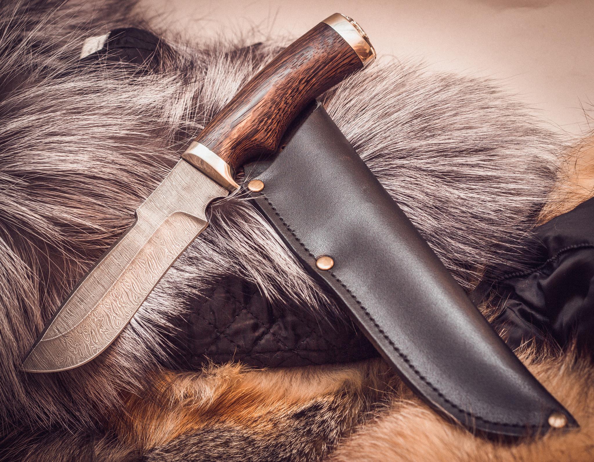 Ножи из дамасской стали Барсук, мельхиорНожи Ворсма<br>Нож из дамасской стали.Рукоять ножа изготовлена из дерева Венге. Дерево имеет красивый темно-коричневый цвет и богатую структуру, обладает высокой прочностью и хорошими эксплуатационными характеристиками. Притины отлиты из мельхиора, имеют высокую прочность и долговечность, не тускнеют в ходе эксплуатации.<br>