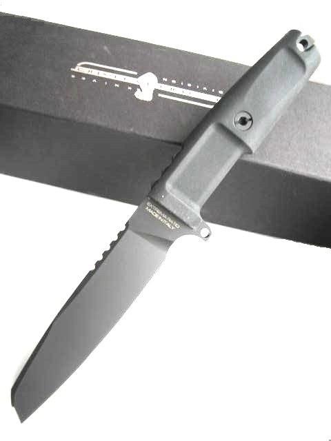 Нож с фиксированным клинком Task Black 1/3 SerratedНожи Танто<br>Нож с фиксированным клинком Task Black 1/3 Serrated, сталь N-690CO, клинок с загнутым острием, 1/3серейтер, клинок черный, чехол черный пластик - нейлон.<br>