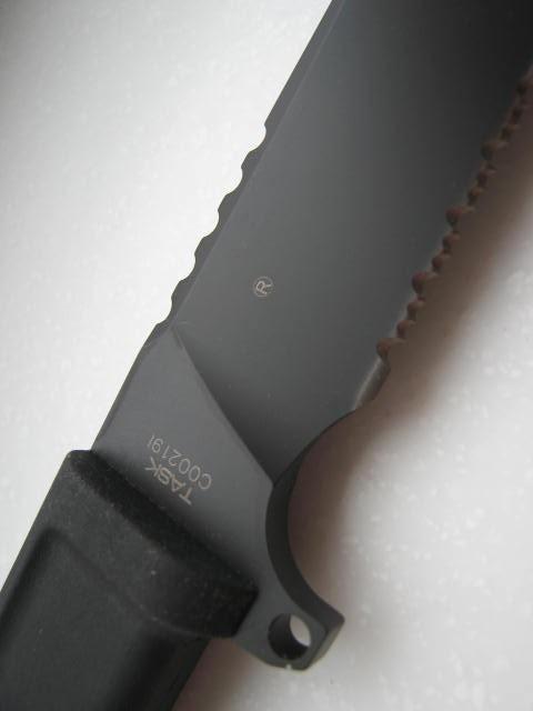 Фото 3 - Нож с фиксированным клинком Task Black 1/3 Serrated от Extrema Ratio