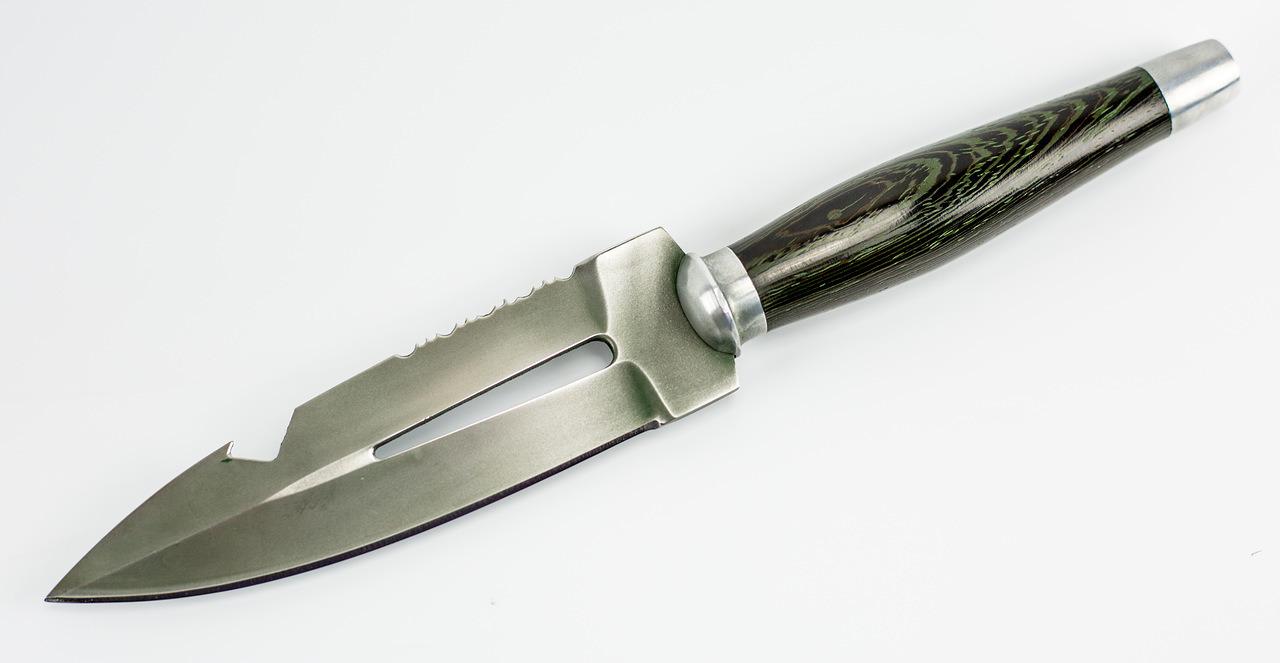 Нож Пиранья, 95Х18Тактические ножи<br>Общая длина 270 ммДлина клинка 150 ммДлина рукояти 130 ммШирина рукояти (в ср. части) 20 ммНаибольшая ширина клинка 37 ммТолщина рукояти (в ср. части) 20 ммТолщина обуха 4,3 ммСталь 95Х18Твердость клинка 58-59 HRC<br>
