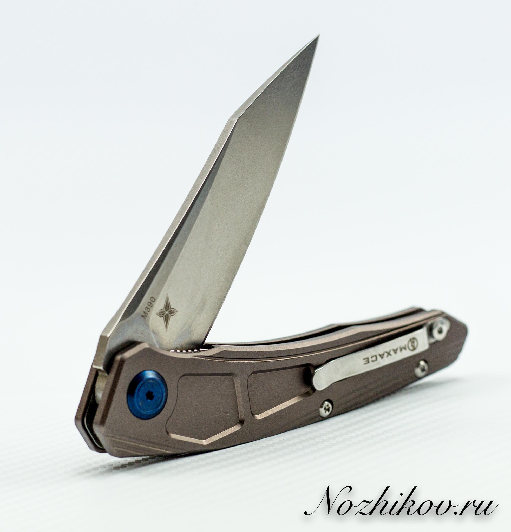 Складной нож Maxace Ptilopsis Light, сталь M390Раскладные ножи<br>СКЛАДНОЙ НОЖ MAXACE PTILOPSIS СТАЛЬ M390 сочетает в себе инновационные материалы, современный дизайн и максимально брутальный внешний вид. Такой нож станет звездой в любой коллекции. Нож можно носить при себе, или можно поместить на коллекционный ложемент и любоваться. Клинок ножа выполнен из порошковой стали высокой твердости, что обеспечивает сохранность режущей кромки в течение длительного времени. Нож легко затачивается до бритвенной остроты. Рукоятка ножа выполнена из облегченного титанового сплава, который используется в космической промышленности.<br>