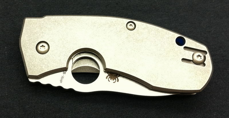 Фото 2 - Нож складной Marcin Slysz Techno™ Spyderco 158TIP, сталь Carpenter CTS™ - XHP Micro-Melt® Alloy Satin Plain, рукоять титан, серый