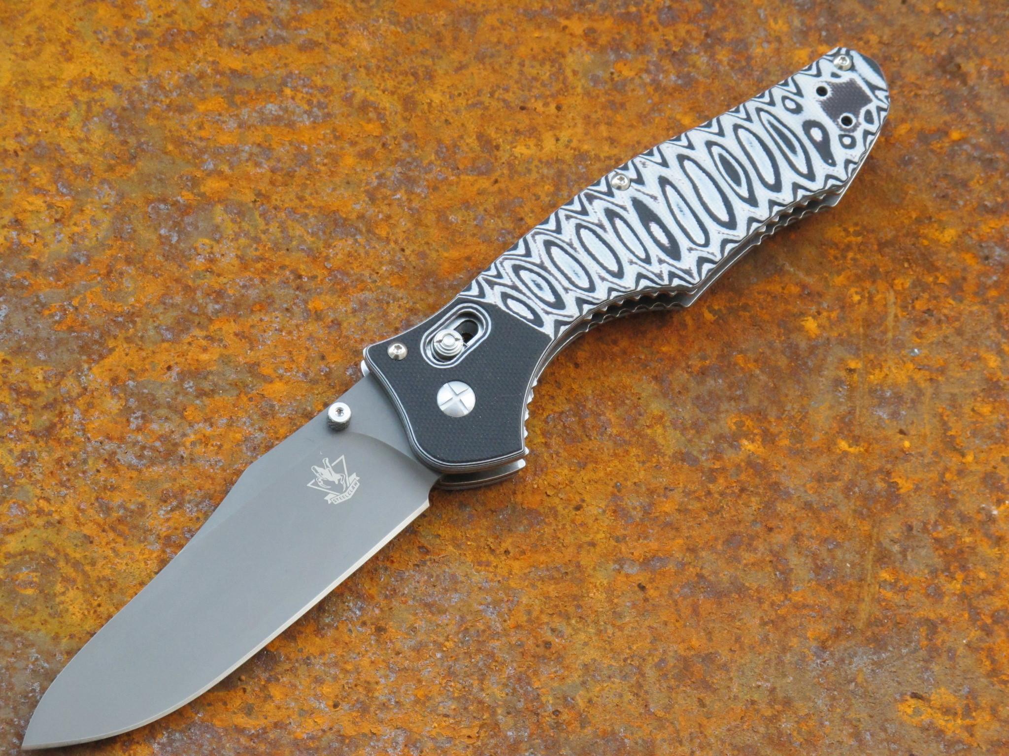 Складной  нож Steelclaw СателлитРаскладные ножи<br>Складной нож Сателлит представляет собой универсальный инструмент, который пригодится в путешествии, в походе или в офисной рутине. Создатели этой модели продумали все до мелочей. Сатин на клинке и двухцветный материал на рукояти делают нож стильным аксессуаром. Клинок рассчитан на работу по продуктам, строгание древесины, а также для чистки рыбы. Эргономичная рукоять удобно ложится в руку любого размера. Нож легко и быстро открывается с помощью двухстороннего шпенька. Нож можно открыть любой рукой, как правой, так и левой.<br>марка стали:9Cr18MoVдлина общая: 232мм,длина клинка :102мм,толщина клинка: 4ммматериал рукояти:G10тип замка:Axis lockтвердость:57- 58 HRC<br>