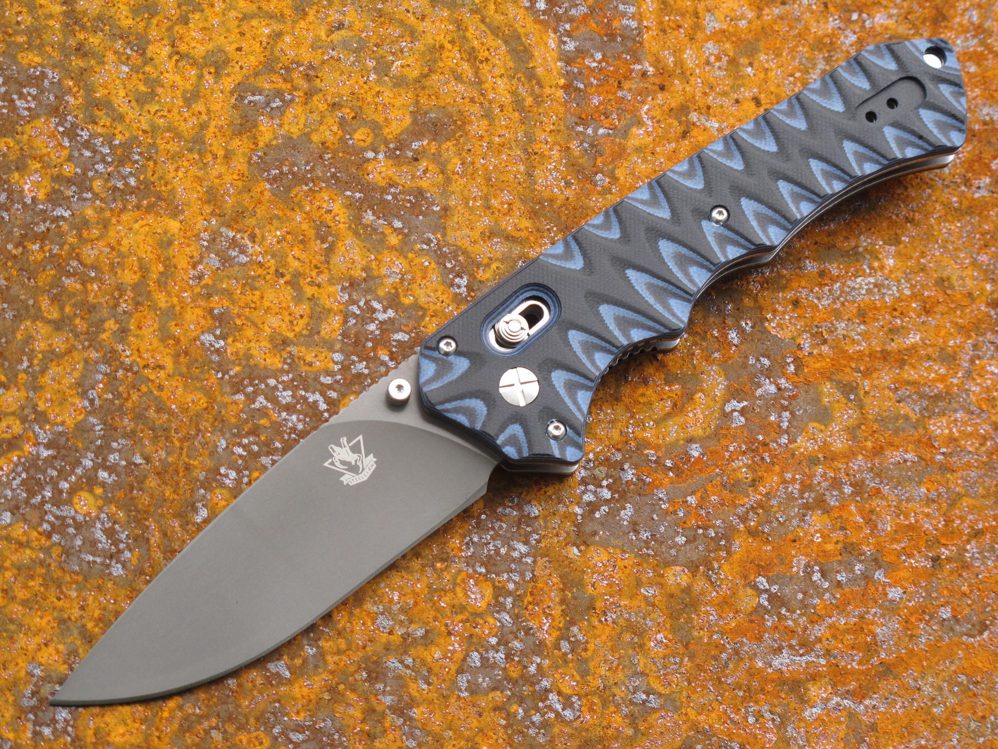 Складной нож Steelclaw ПрестижРаскладные ножи<br>Практичная и удобная модель, которая разработана для использования в качестве EDC-ножа. Здесь много удобных и продуманных деталей. Благодаря рифленой рукояти, нож удобно удерживается любой рукой. В процессе работы вы получаете приятные тактильные ощущения. Благодаря надежной стальной клипсе, нож удобно носить на поясе или в кармане брюк. Замок «аксис-лок» работает четко, безотказно и надежно фиксирует клинок в раскрытом положении. Геометрия ножа подходит для выполнения большинства задач. Ножом удобно резать и колоть. Высокие спуски обеспечивают максимально острую режущую кромку.<br>марка стали:9Cr18MoVдлина общая: 235мм,длина клинка :100мм, толщина клинка: 4ммматериал рукояти:G10тип замка:Axis lockтвердость:57- 58 HRC<br>