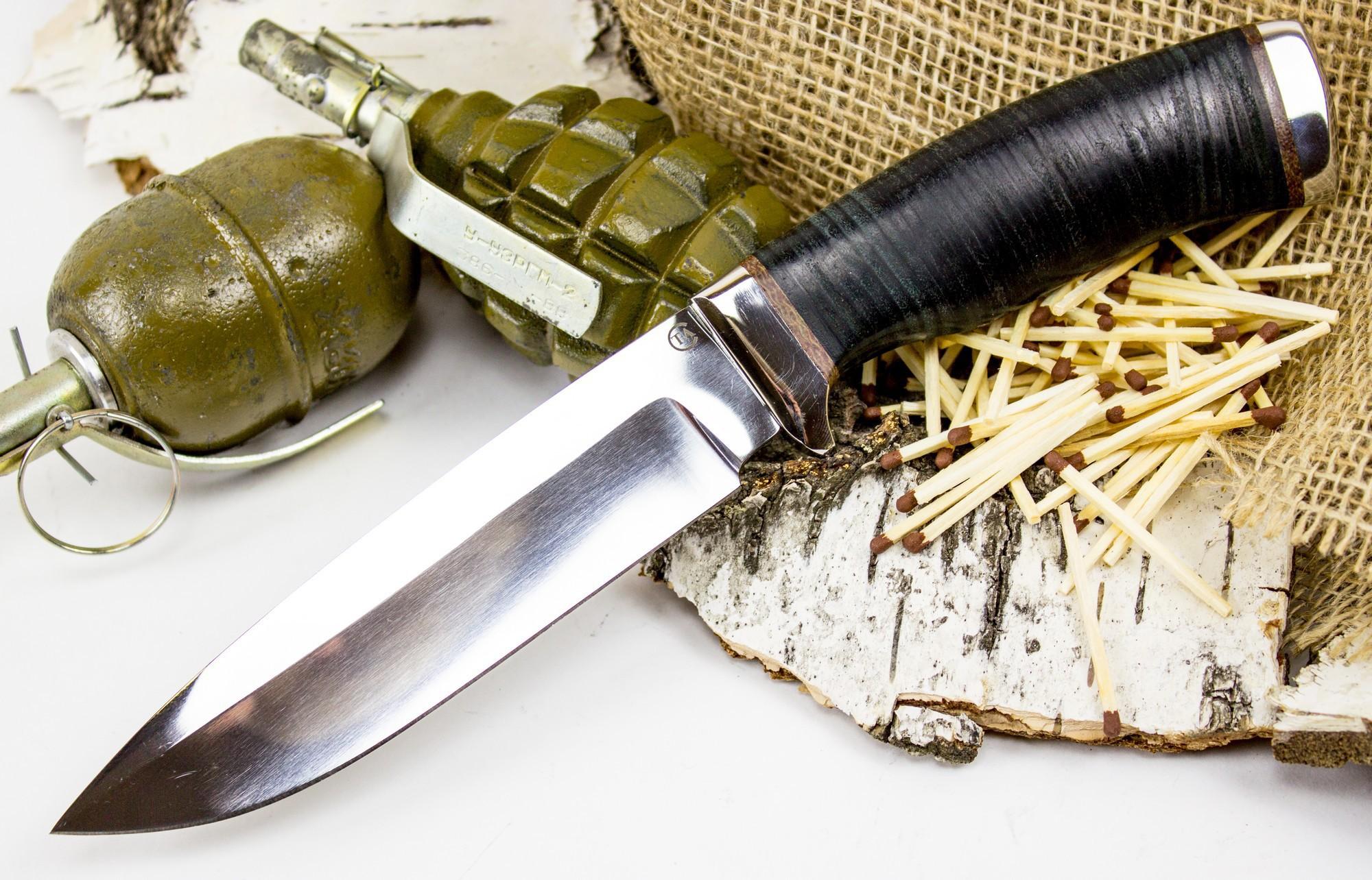Нож Кубанец, сталь 95х18, кожаНожи разведчика НР, Финки НКВД<br>Туристический нож Кубанец представляет собой универсальный вариант ножа для разнообразных видов аутдор активности. Это практичный и универсальный нож с широким обухом и удобной рукояткой. Благодаря толщине клинка нож обладает высоким запасом прочности. Его можно использовать для работы в самых экстремальных условиях - и в холод и в жару. Рукоять из наборной кожи обладает определенной пластичностью. Даже при самых тяжелых нагрузках такая рукоять не треснет и не сломается. Тыльная часть рукояти имеет небольшое понижение, что обеспечивает возможность использовать нож для рубки кустов и веток.<br>