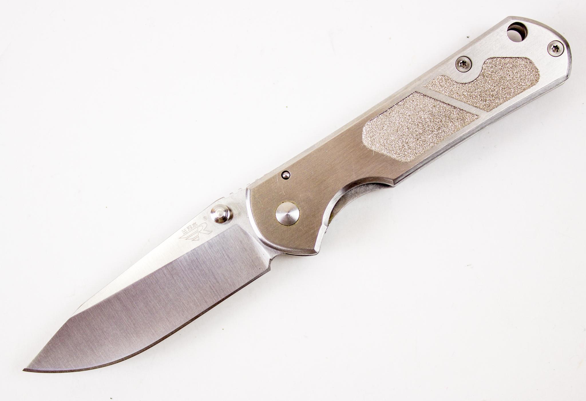 Нож складной Sanrenmu 710Раскладные ножи<br>Нож складной 723-F2 Sanrenmu SRM Digital Camo, (маленький)<br>Длина ножа: 164 мм Длина клинка: 68 мм Толщина клинка: 2.4 мм Сталь: 8Cr13MoV Stainless Steel Твердость: 57-58HRC Рукоятка: сталь, покрытие Digital Camo Замок: Frame Lock<br>