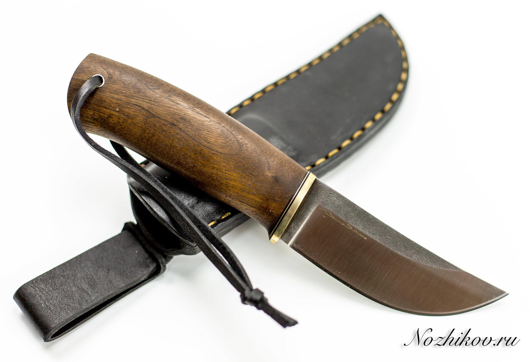 Нож Шмель, сталь K110, орехНожи Староминск<br>Многофункциональный нож Шмель, сталь K110, орех подходит для приготовления пищи во время туристических походов. С его помощью также можно зачистить древесину или перерезать небольшой трос. У него небольшой вес, поэтому обеспечен комфорт при выполнении любых работ.<br>Нож Шмель, Sander сделан из стали К110 – австрийского аналога стали D2. Она долго сохраняет остроту режущей кромки и характеризуется средней ударной вязкостью. Стойкость к коррозии у нее такая же, как у нержавеющей стали (изделия практически не ржавеют). Рукоять из натуральной древесины ореха тщательно зачищена и не повреждает кожу рук.<br>Реализуется нож Шмель, Сандер вместе с ножнами, изготовленными из натуральной кожи.<br>