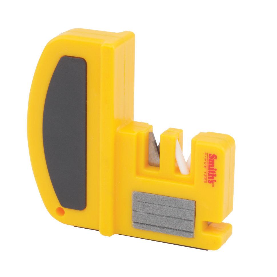 Точилка для ножей и крючков Smiths 50327Наборы и системы для заточки<br>Количество этапов заточки: 2Стадия заточки: ЕстьСтадия доводки: ЕстьТип абразивного покрытия: Карбид и КерамикаРекомендована: для Европейских ножей (с углом 20 градусов); инструментов и крючков<br>Точилка Smith's для ножей и крючков – идеальный инструмент для энергичных туристов и любителей дикой природы. В особенности она хорошо подойдет, если требуется заточить очень тупое лезвие. Однако благодаря керамическим абразивам точилка может служить также для легкой подточки уже и без того острых изделий. Точилку отличает небольшой вес, компактность и прочность. Она снабжена специальной мягкой ручкой, за которую удобно держаться при заточке. На боковой стенке имеется специальный отсек для разрезки шнуров, а основание изделия выполнено из нескользящего резинового материала.<br>Даже при первом использовании точилки не возникает никаких трудностей. Нужно лишь помнить, что эта модель подходит для ножей с прямым лезвием: серрейторные ножи в этом случае не подходят. Точилку следует поместить на устойчивую и ровную поверхность. Отсек COARSE подходит, если лезвие очень сильно затуплено и требует сначала основной заточки. 5-6 прокатов достаточно, чтобы вернуть былую остроту клинку. Отсек FINE нужен для стадии ультратонкой заточки и доведения степени остроты ножа до совершенства. По усмотрению владельца для наилучшего результата в этом отсеке может использоваться специально смазывающее масло. Для достижения хорошего результата нужно проделать 8-10 проводок. Для ножей из более прочных металлов может потребоваться большее количество подходов.<br>Для заточки крючков сперва нужно выбрать подходящий паз в зависимости от размера крючка. Проводить следует в направлении вперед-назад до тех пор, пока крюк не заострится.<br>